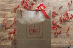 bolsa decorativa Feliz Navidad y logotipo chato